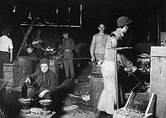 240px-Child_workers_in_Millville,_NJ