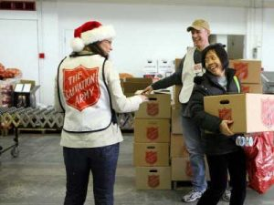 volunteering-on-christmas-1