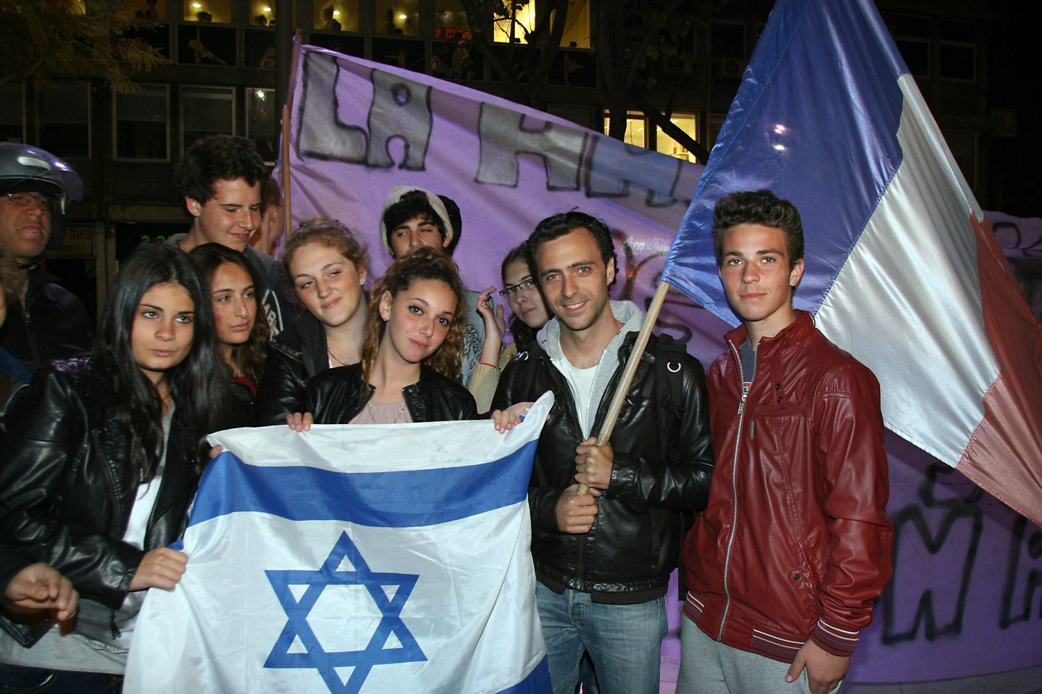 French-Israelis hold a sign reading
