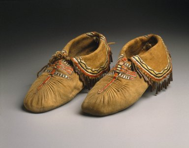 Native American girl not allowed to wear moccasins at graduation