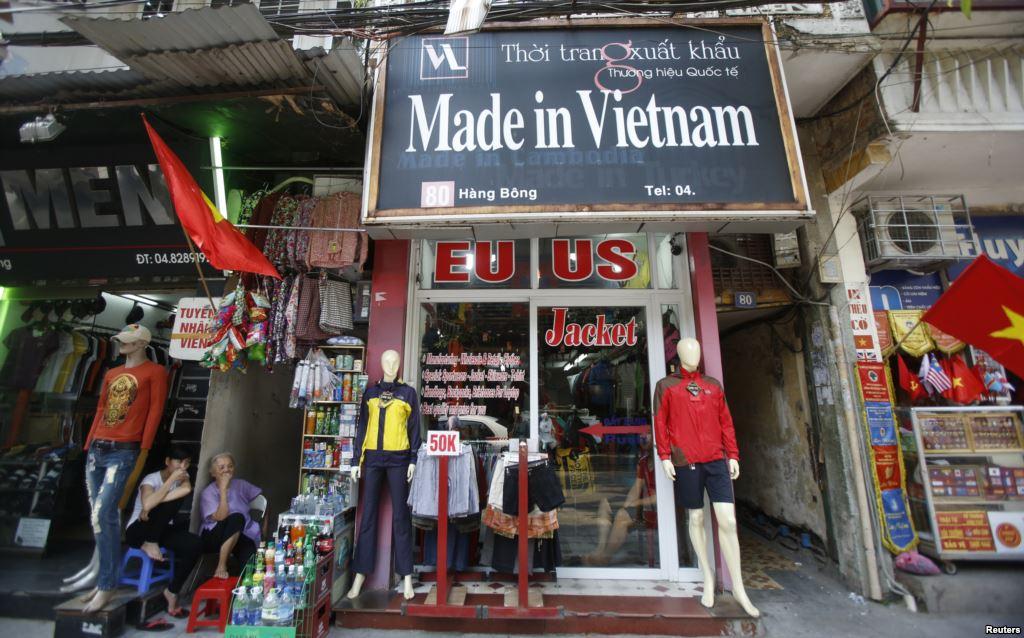 Obama+Lifts+Arms+Export+Embargo+On+Vietnam