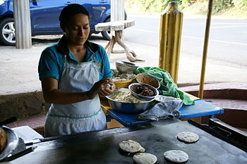 English: Baking pupusas at Las Chinamas in El ...