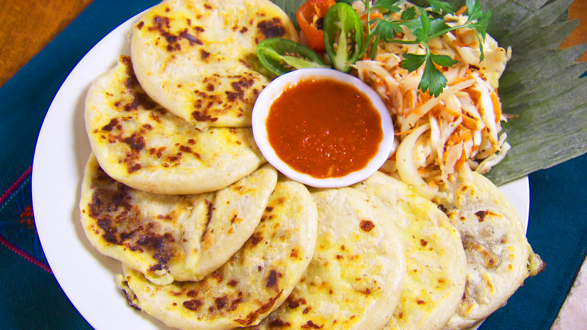 how to make pupusas How to make pupusas by: crystal martinez step 1: make the pupusa dough mix the masa harina,salt and flour in a bow step 3: roll the dough onto balls note  it helps to lightly oil your hands so the dough does not stick to your hands step 4: fill the pupusas (with beans&cheese.