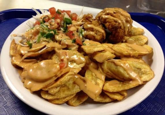 Pollo con Tajadas ( Fried chicken and Fried bananas slides)