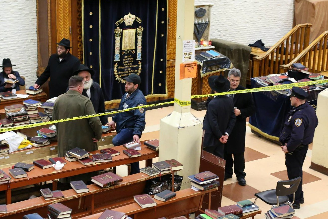 Intruder+Killed+by+Police%2C+Stabbed+A+Student+in+NYC+Synagogue+