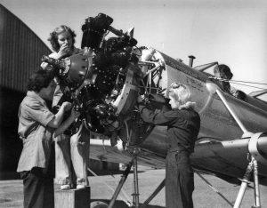 Women-Airplane-Mechanics